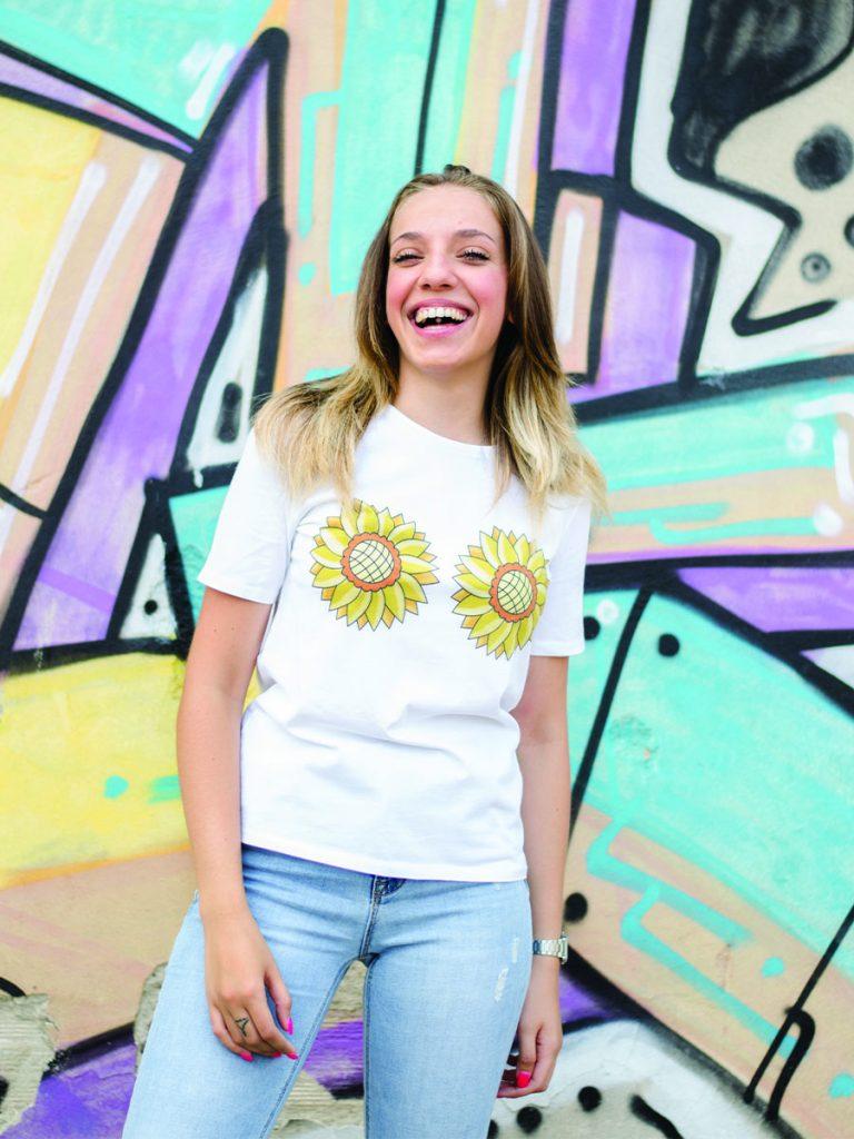 tshirt floreale donna sunny funny indossata 4