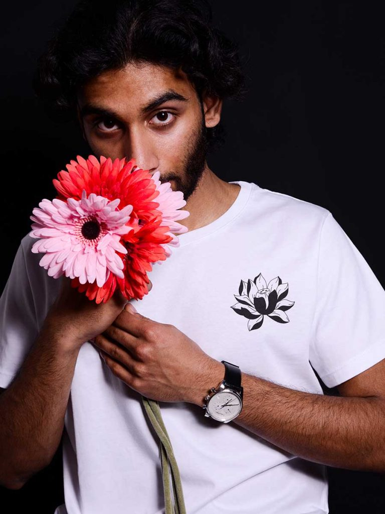 tshirt floreale uomo tropical vers 2 indossata 1
