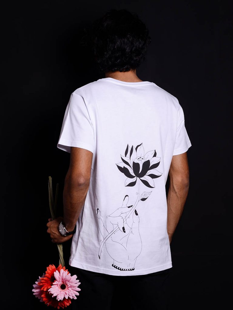 tshirt floreale uomo tropical vers 2 indossata 2