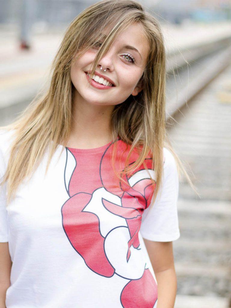 tshirt old school donna rosa indossata 1