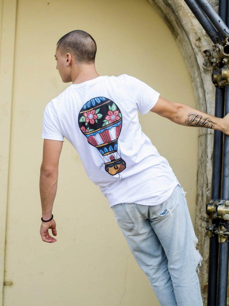 tshirt uol school uomo fly high dietro indossata 2