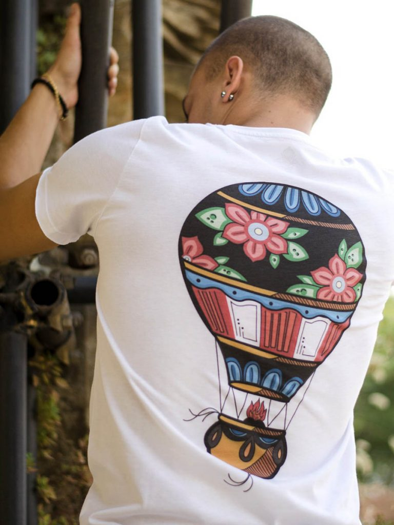 tshirt uol school uomo fly high dietro indossata 4