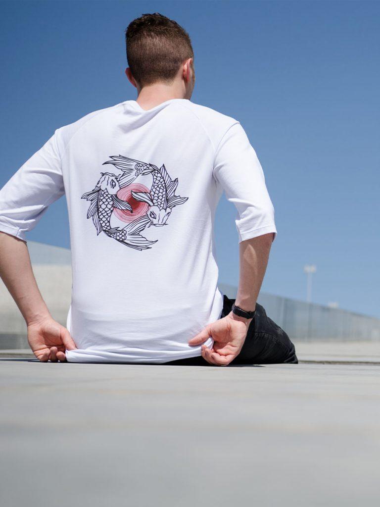 tshirt uomo giapponese aeternum koi indossata 1